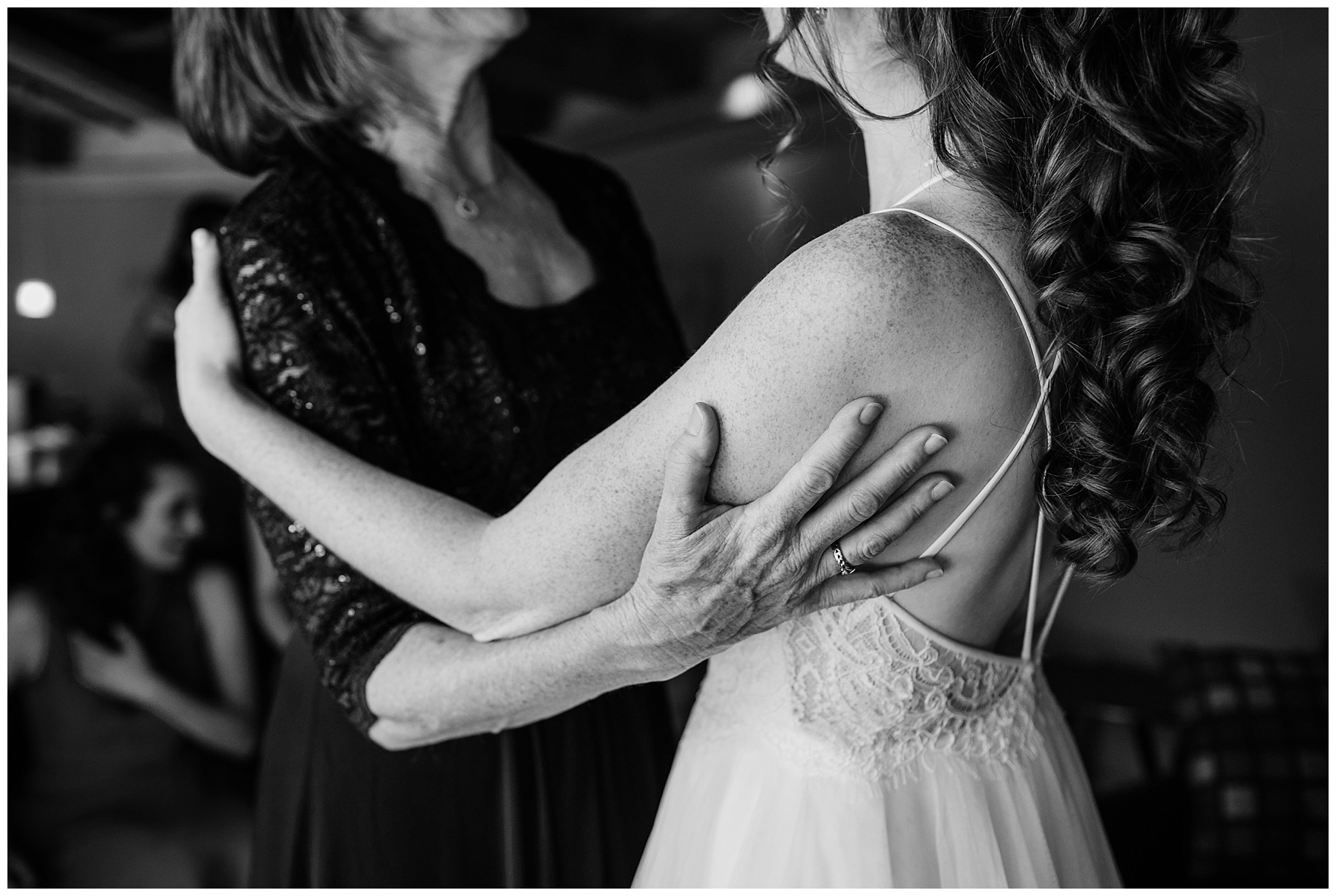 wedding mother daughter