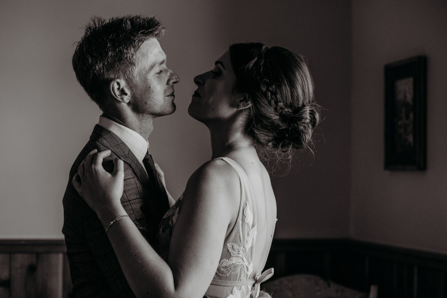 intimate candid documentary wedding photographer in sacramento